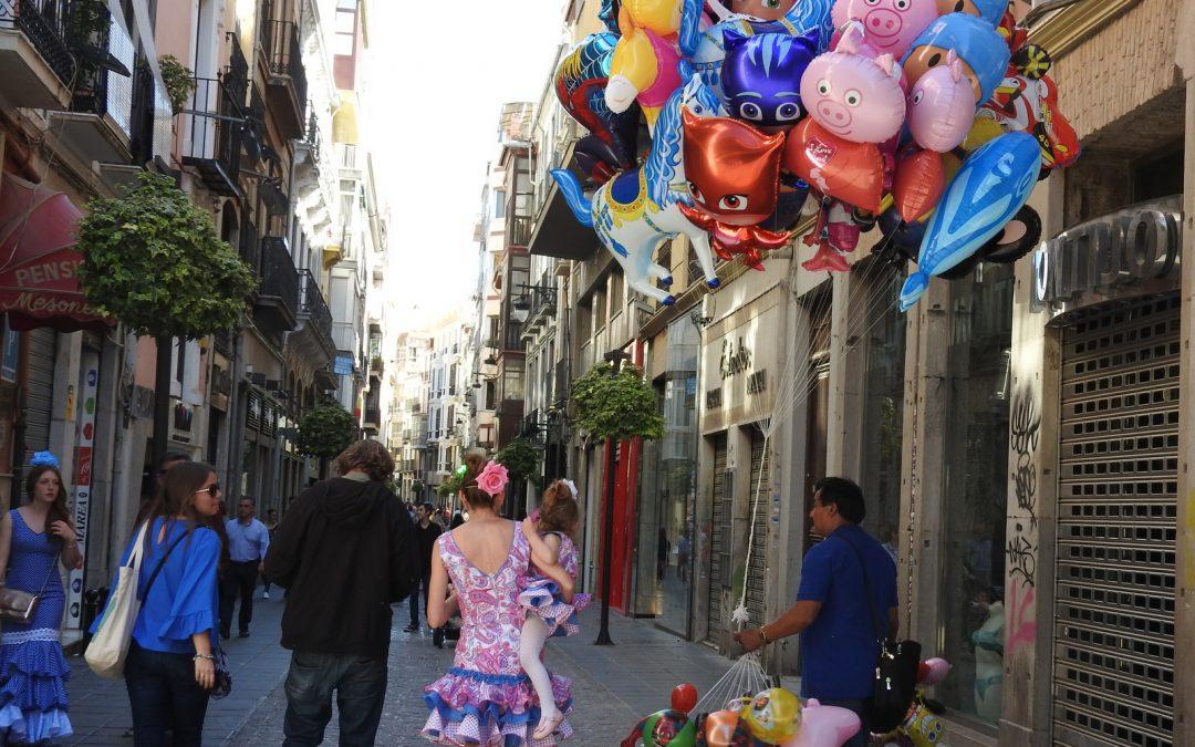 Alegría y color en el Día de la Cruz. El Día de la Cruz en Granada