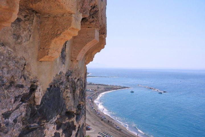 castillo almuñecar playa balea