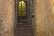 puerta con reja mazmorra fundación Rodríguez Acosta